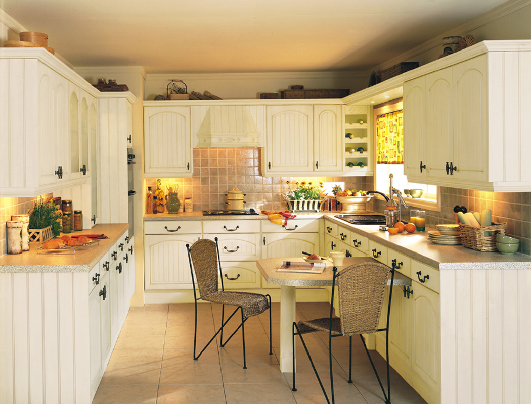 Devon kitchens kitchenworld exeter cottage cream kitchen for Cottage style kitchen design
