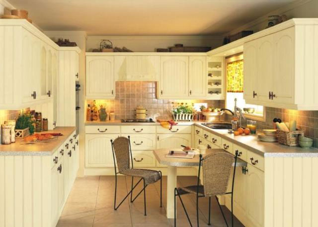 Devon kitchens kitchenworld exeter cottage cream kitchen for Kitchen design exeter